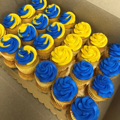 Royal Blue and Gold Cupcakes