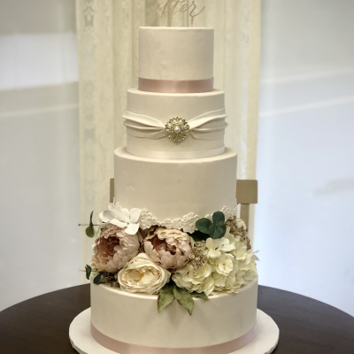 Ivory Fondant Separator with Flowers